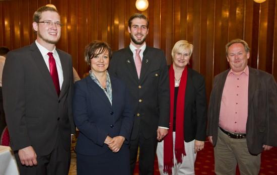 v.l. Markus Wiesmeier (Platz 5), Cornelia Ludescher (2), Florian Kubsch (1), Andrea Collisi (4) und Wolfgang Peitzsch (3) führen die SPD-Stadtratsliste an.